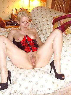 Mature amateur extreme pussy spreading
